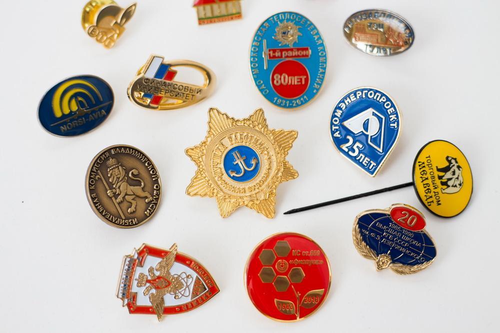 Интересные сувениры и значки